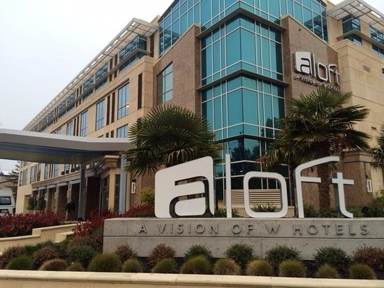 Aloft Cupertino: the front of the hotel