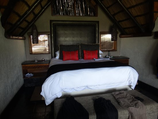 Tshukudu Bush Lodge: bedroom