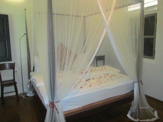 Muntri Mews: Our romantic bed
