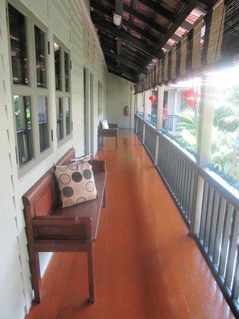 Muntri Mews: Veranda outside room