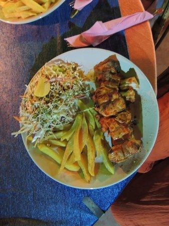 Trattorias Restaurant: Barracuda tandoori/salad/chips
