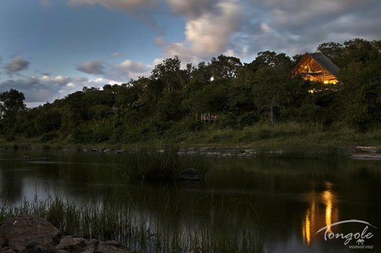 Tongole Wilderness Lodge: Tongole by dusk