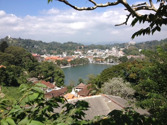 Days Inn Kandy: landscape