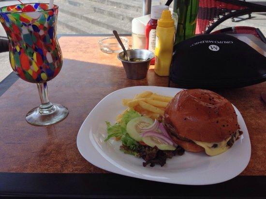 Cafe Boutique Teatro Degollado: Lunch