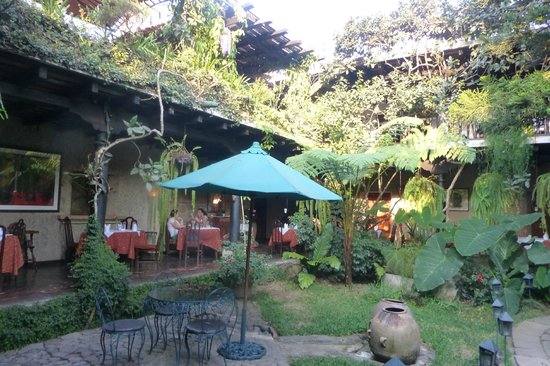 Meson Panza Verde: Courtyard and some dining
