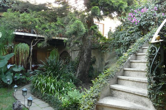 Meson Panza Verde: Part of the courtyard