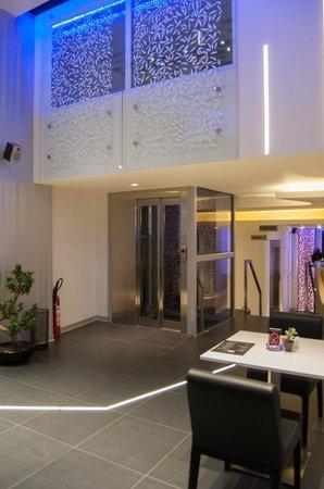 Hotel Srbija Garden Ex Garni: Elevator
