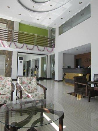 Hotel Yankin: Reception area