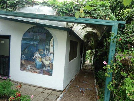 La Mirage Garden Hotel & Spa: Lenceria y uno de los paseos