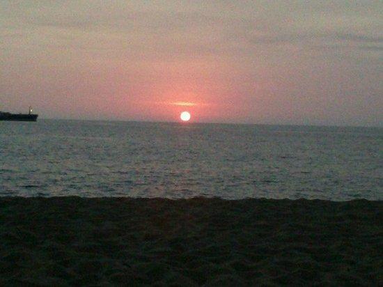 Hotelito Escondido Manzanillo: Buena vista desde la playa