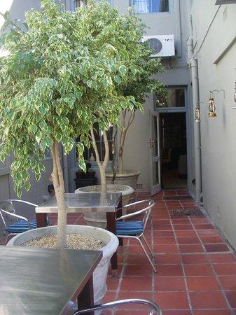 An African Villa: Courtyard