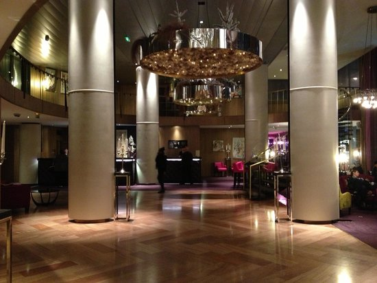 Sofitel Strasbourg Grande Ile : Холл отеля