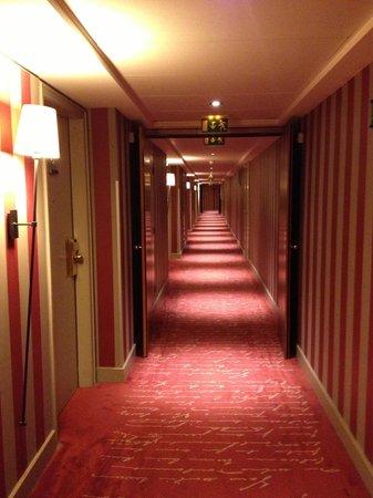 Sofitel Strasbourg Grande Ile: Отельный коридор
