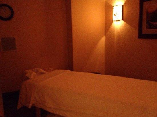 Disney's Wilderness Lodge : Sturdy Branches Health Club massage treatment room