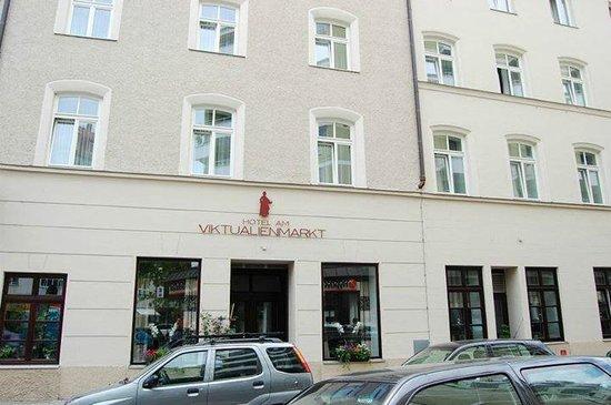 Hotel am Viktualienmarkt: Strassenblick