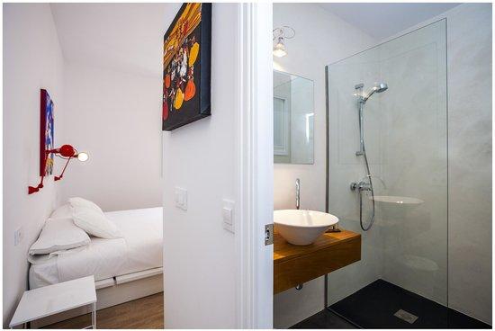 Cheap&Chic Hotel: Baño