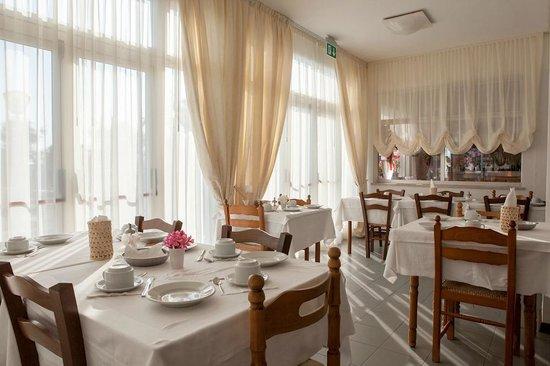 Hotel Nettuno Senigallia: Sala da pranzo