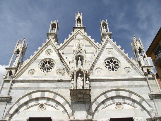 Chiesa di Santa Maria della Spina: Fachada superior da igreja