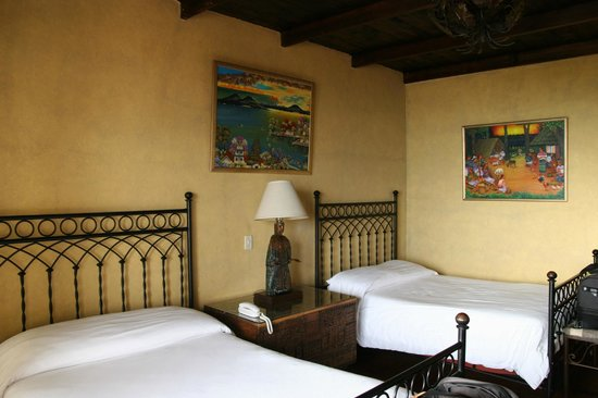 Hotel Atitlan: Bedroom 201