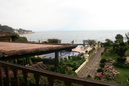 Hotel Atitlan : Grounds and lake view from room
