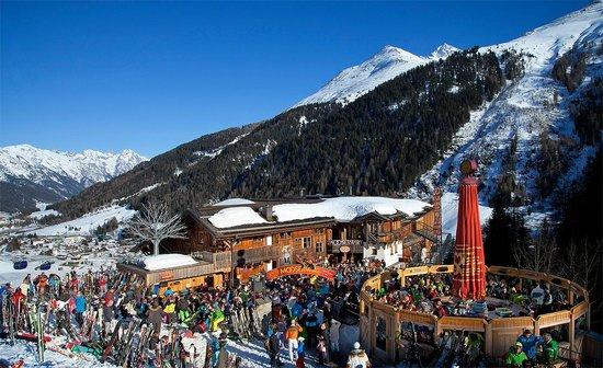 Mooserwirt - wahrscheinlich die schlechteste Skihutte am Arlberg: the best bar if you can find it