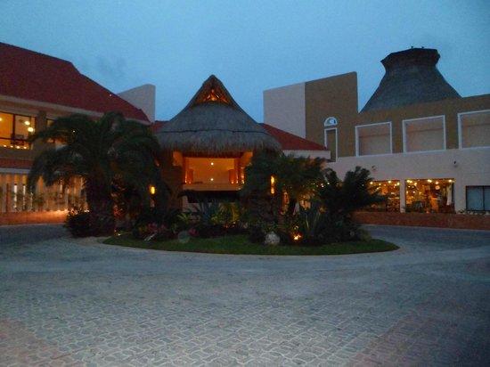 Viva Wyndham Maya: ingresso villaggio