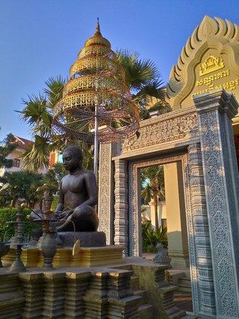 Empress Angkor Resort & Spa: 翻店外觀