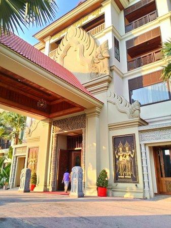 Empress Angkor Resort & Spa: 飯店外觀(近拍)