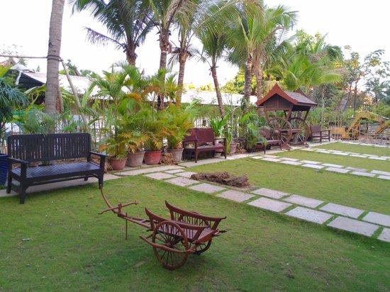 Empress Angkor Resort & Spa: 休息看書