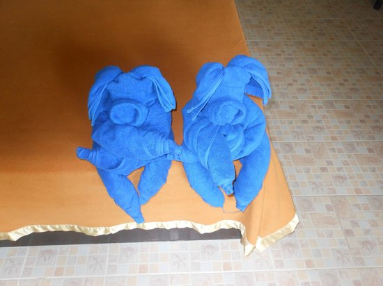 Cyana Beach Resort : Amazing what you can do with a couple of towels