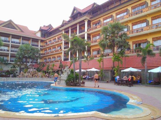 Empress Angkor Resort & Spa: 游泳池
