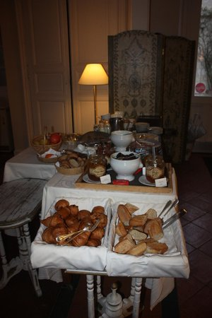 Hôtel de Bastard : The breakfast spread