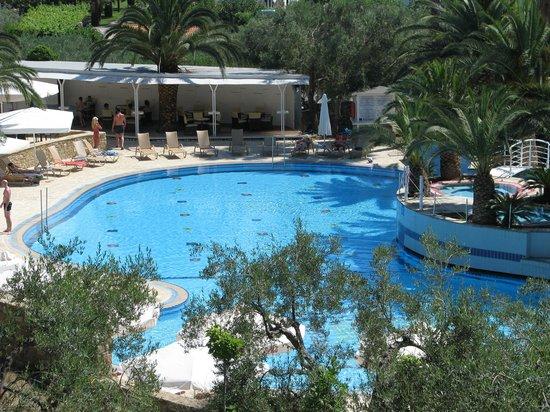 Lagomandra Beach Hotel: бассейн