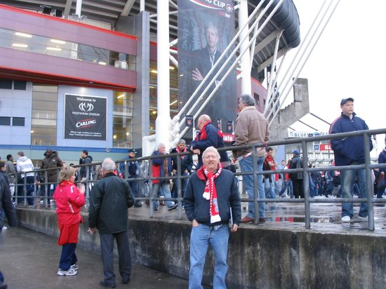 Principality Stadium : Posing outside