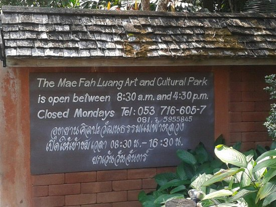 Mae Fah Luang Art and Culture Park: Sign by the entrance