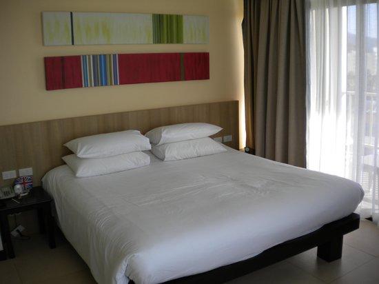 Centara Karon Resort Phuket: lovely comfortable bed