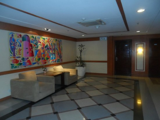 Cebu Parklane International Hotel: in front of the elevator