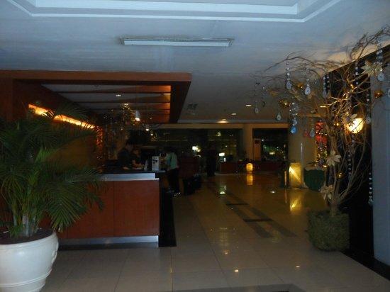 Cebu Parklane International Hotel: front desk