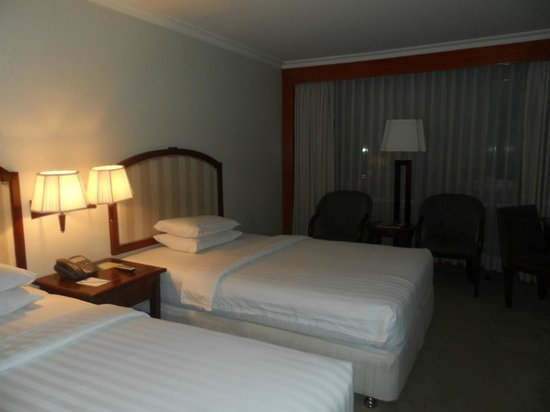 Cebu Parklane International Hotel: room