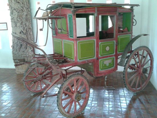 Mae Fah Luang Art and Culture Park: Teak wood carriage