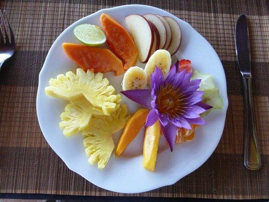 Asian Jewel Boutique Hotel: Breakfast fruit platter