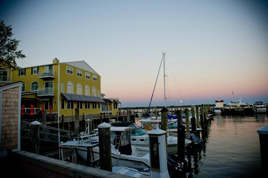 Saybrook Point Inn & Spa : restaurant and harbor