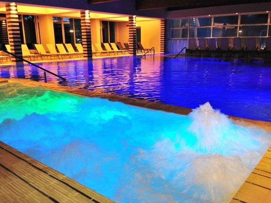 Hotel Mioni Pezzato: interno piscina California