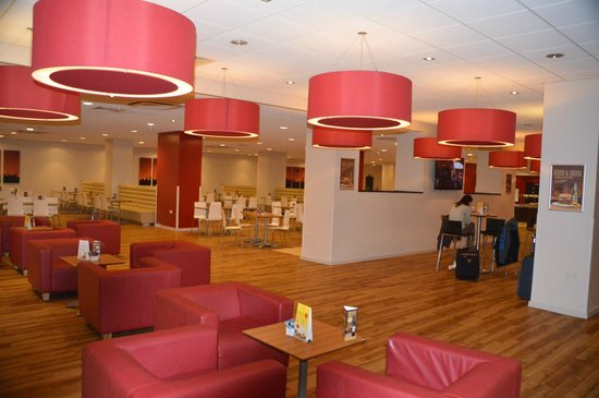Travelodge Gatwick Airport Central: Lounge