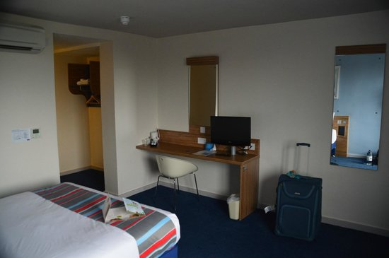 Travelodge Gatwick Airport Central: Room