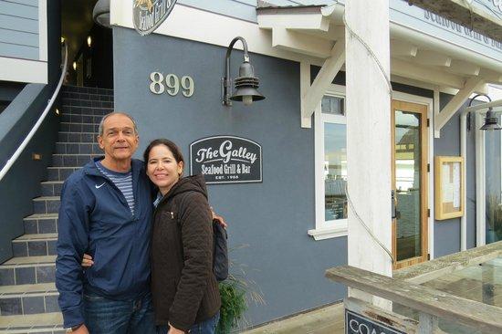 Galley Seafood Grill & Bar: Aguardando a mesa