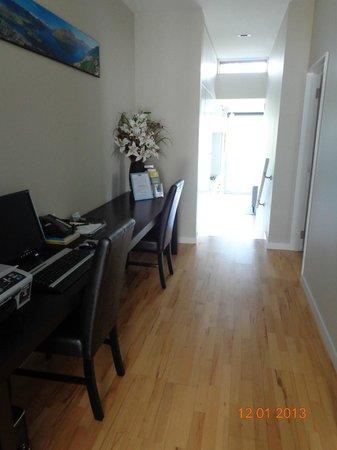 Pounamu Apartments : Entryway