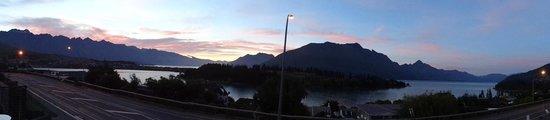Pounamu Apartments: Sunset from balcony