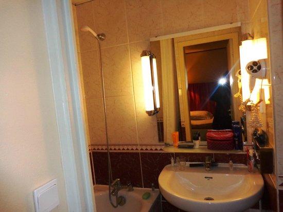 New Hotel Candide : Pequeno e limpo.
