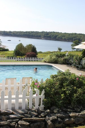 Strawberry Hill Seaside Inn: The view